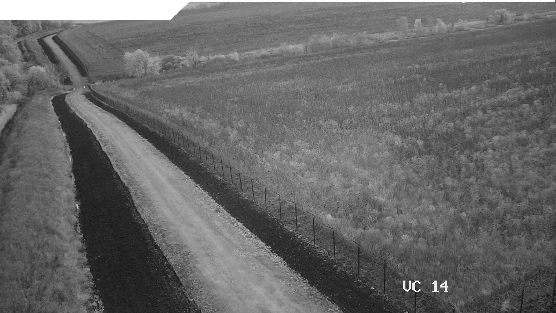 Чорно-біле зображення в сутінках системою відеоспостереження