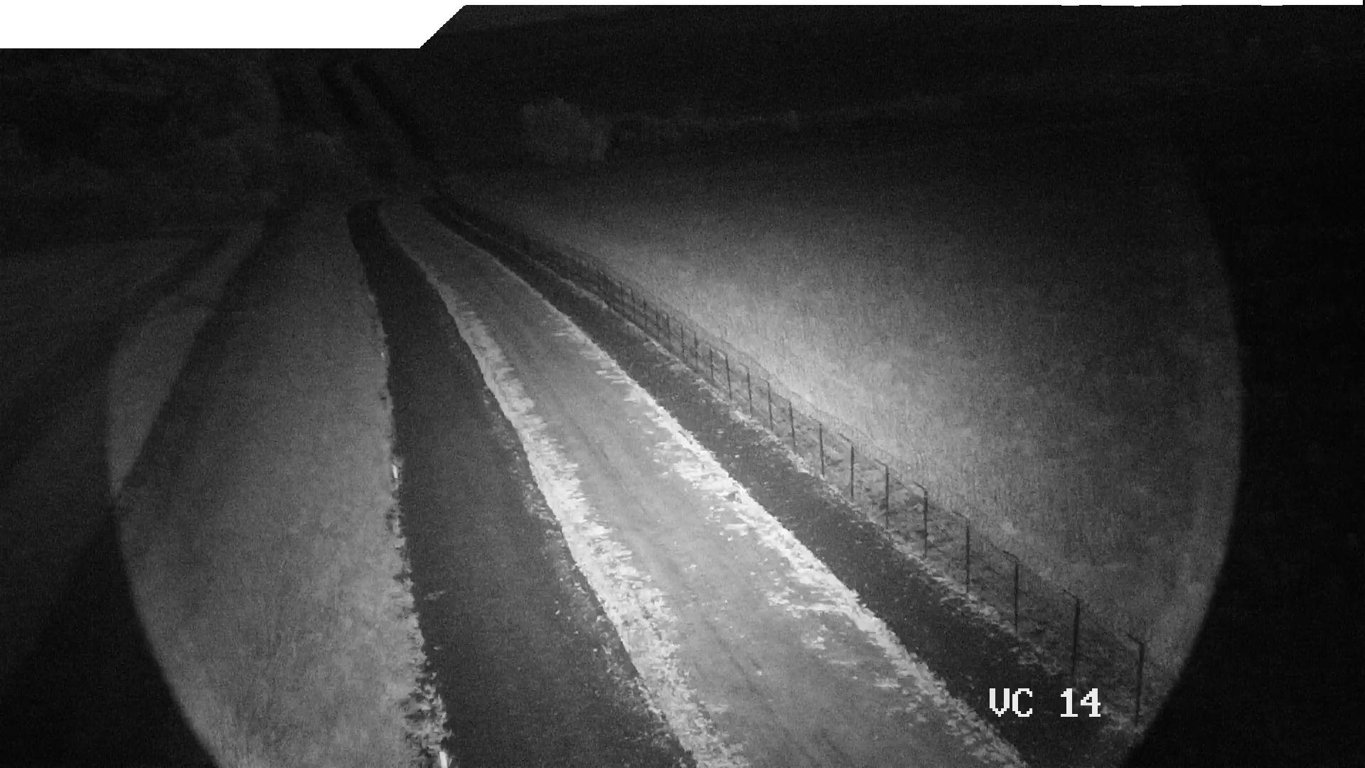 Чорно-біле зображення з лазерною інфрачервоною підсвіткою вночі з систем відеоспостереження