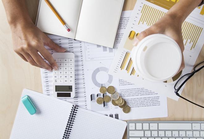 Стажування, практика, профорієнтація, робота для студентів, робота без досвіду, стіл, предмети